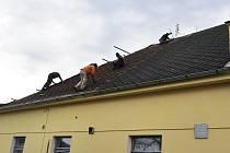 Rekonstrukce Lidového domu v Těních bude letos pokračovat. Po opravě střechy, přijde na řadu výměna oken.
