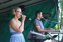 Jíša Band uzavíral v Kornaticích sobotní odpolední produkci na venkovním parketu.