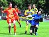 Vypjaté a dramatické bylo sobotní střetnutí dorostenecké divize v kopané mezi FC Rokycany (v oranžovém) a Doubravkou. Před bezmála 400 diváky hosté z Plzně uhájili potřebnou remízu a postupují do ligy.