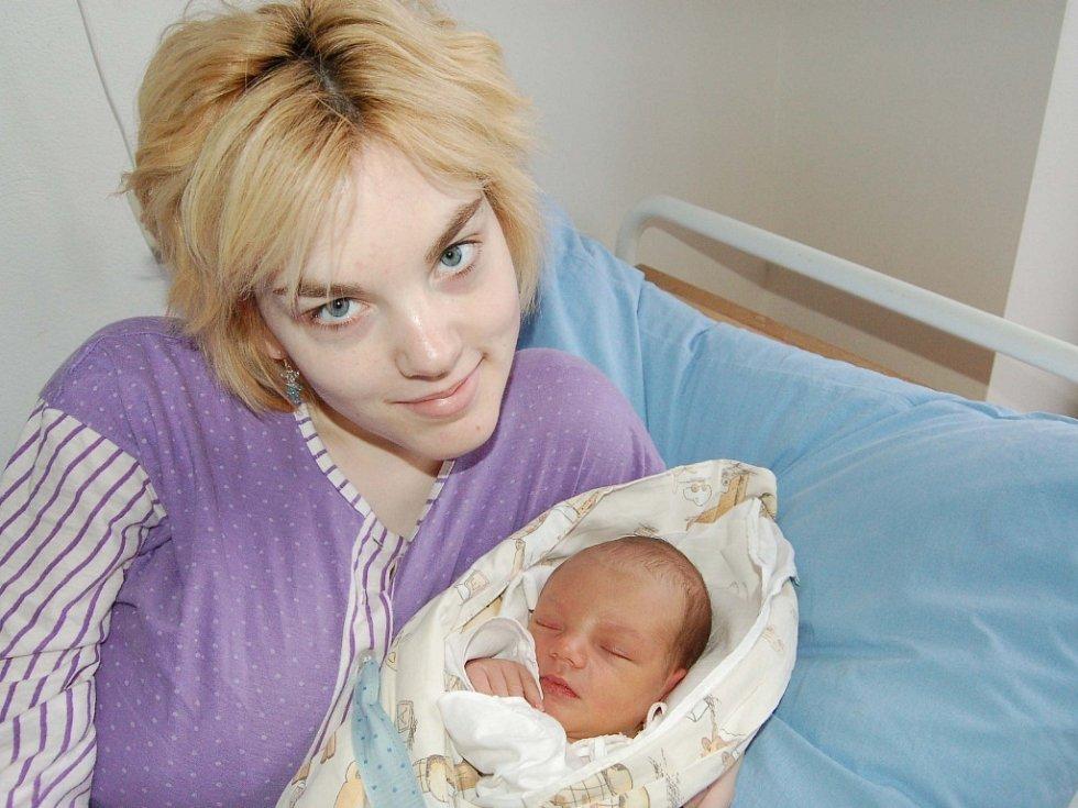 Tomáš Bumbálek, Plzeň. První miminko maminky Anny a jejího přítele Machala se jmenuje Tomáš. Narodil se 7. dubna ve 13.55 hodin a tatínek byl u toho. Nesmíme zapomenout míry: 53 cm a 3400 gramů.