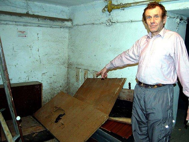 Invalidní důchodce František Baumer ví o soužití s některými obyvateli Soukenické ulice  451 své.