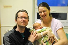 Jaroslav ŘÍHA z Rokycan bude mít ve svém rodném listu datum narození 17. ledna. Přišel na svět v 18 hodin a 54 minut. Manželé Soňa a Martin se pohlavím svého druhého dítěte překvapit až na porodní sál. Jarouškovi sestřičky navážily 3980 g, naměřily 53 cm.