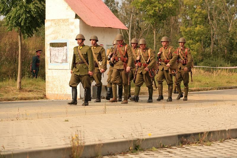 Při loučení se sezonou v Muzeu na demarkační linii si přišli na své i ti nejmenší. Absolvovali bleskový výcvik, aby o chvíli později pochodovali s příslušníky prvorepublikové armády k ochraně tehdejších československých hranic.