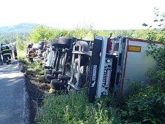 Kamion si ustlal u Holoubkova