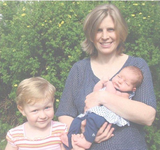 Alžběta MONHARTOVÁ z Dobříva se narodila 10. července v hořovické porodnici U sluneční brány. Maminka Kateřina Pešková a tatínek Ondřej Monhart se nechali pohlavím svého druhého dítěte překvapit.Malá Alžbětka vážila při narození 3750 gramů, měřila 50 cm.