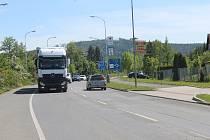 Ve Šťáhlavské ulici hlídá řidiče úsekové měření.