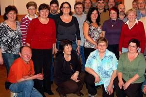 V Kamenném Újezdě si dali v sobotu večer dopstaveníčko bývalí spolužáci ze dvou devátých tříd ZŠ Hrádek. Končili před 33 lety, ovšem nyní se scházejí ve dvouročních intervalech.