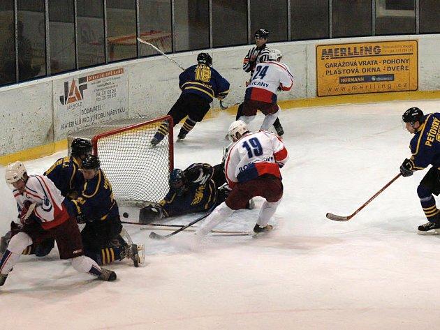 Zasloužená, ale vydřená byla výhra druholigových hokejistů Rokyan nad  Benešovem. O vyrovnávací gól (na 3:3) se zasloužil v 18. minutě druhé třetiny domácí Vladimír Bednář (19).
