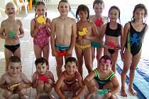 Děti z mateřinky v Oseku ukončily plavecký výcvik v Rokycanech.