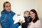 ELIŠKA BASLOVÁ z Volduch si poprvé zakřičela 3. března. Narodila se ráno, v osm hodin a čtyřicet sedm minut. Maminka Jitka a tatínek David věděli, že to bude holčička. Doma ji čeká bráška Dan (2). Míry 3350 gramů a 51 cm.