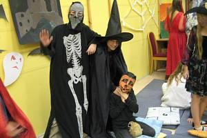 Hororové spaní v Městské knihovně v Rokycanech zažili čtvrťáci a páťáci.