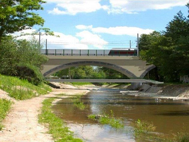 Nový most přes Padrťský potok u Pivovarské ulice bude s ohledem na napřímení oblouku železniční trati osově posunutý asi o tři metry.