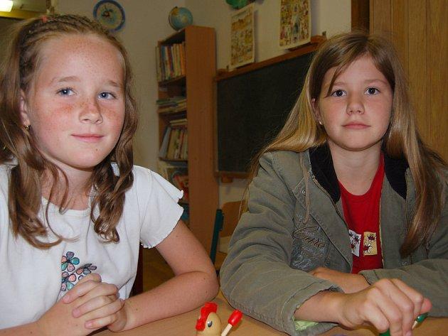Sobota byla v rokycanské mateřince Harmonie zadána vyznavačům deskových her. Bára Rázková s Viki Milfaitovou (zleva) si vyzkoušely kuřecí olympiádu.