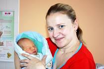 ADAM FIŠER, prvorozený syn manželů Marie a Miroslava Fišerových, bude s rodiči bydlet na Březině. Narodil se 30. ledna ráno, v sedm hodin a třicet tři minut.
