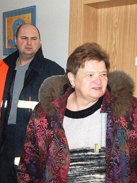 Ředitelka Domova Zvíkovecká kytička Jana Česká pak záchranáře seznámila s protipožární ochranou objektů, v nichž žije čtyřiašedesát postižených děvčat a žen.
