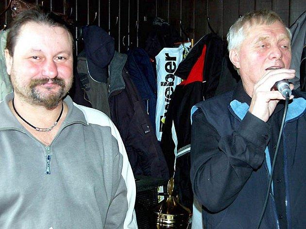 Ve známé rokycanské restauraci se konal v sobotu turnaj ve voleném mariáši. Bezmála padesát aktérů přivítali krátce po poledni Vladislav Kratochvíl (vpravo) a Felix Mužík.
