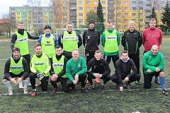 Bývalí i současní hráči FC Rokycany, trenéři a členové realizačního týmu. Sestava klubu z Husových sadů byla při silvestrovském utkání na umělém trávníku Jižního předměstí různorodá.