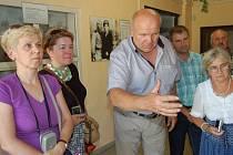 ŠÉF MUZEA NA DEMARKAČNÍ LINII František Koch přivítal o víkendu v unikátním areálu na okraji Rokycan badatelky z Ruska. Především Galinu semšovovou )vpravo), kterou doprovázely Natalia Chlistovová i Taťána Kaširinová.