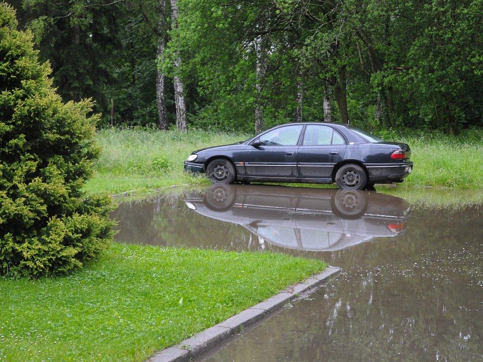 Parkoviště před bytovým domem - Mirošov