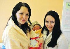 Karolína TÁBOŘÍKOVÁ z Rokycan přišla na svět 9. února ve čtvrt na osm večer. Rodiče Kateřina Nosková a Jakub Tábořík věděli dopředu, že se jim narodí malá slečna. Karolínka se narodila s mírami 3140 gramů a 49 cm. Tatínek byl u porodu pomáhat.