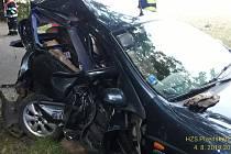 Poblíž Kakejcova došlo v neděli po dvacáté hodině k nehodě dvou osobních aut. Dorazili sem zdravotníci a hasiči z Rokycan i Mirošova.