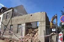 Bourání historické stavby v Rokycanech