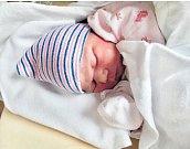 MIA LINHARTOVÁse narodila 12. března v 6:17 mamince Petře a tatínkovi Patrikovi z Rokycan. Po příchodu na svět v plzeňské FN vážila sestřička tříletého Nikolase, šestileté Sofie a sedmiletého Adama 3340 gramů a měřila 50 centimetrů.