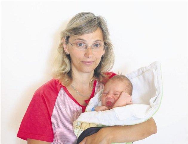 Tobiáš GROH z Kařezu se narodil 22. července. Přišel na svět čtyřicet sedm minut po poledni. Manželé Lucie a Zdeněk věděli dopředu, že jejich třetí dítě bude chlapeček. Malý Tobiáš vážil při narození 3810 gramů, měřil 52 cm.