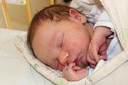 IVAN KOVÁŘ ze Svojkovic bude mít ve svém rodném listu datum narození 13. června. Přišel na svět v 16:40 hodin. Manželé Petra a Ivan už mají doma dvanáctiletého syna Filipa a věděli, že i druhé dítě bude chlapeček. Míry 3240 g a 50 cm.