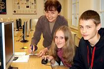 Luboš a Eliška jsou mezi elitou. Dva deváťáci z rokycanské ZŠ TGM se probojovali do finále soutěže, zaměřené na informační technologie a logické myšlení.
