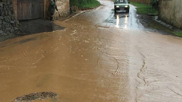 Olešnou na Rokycansku zasáhly přívalové deště.