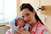 KAROLÍNA PETRA ZAHRADNÍKOVÁ z Újezdu u sv. Kříže přišla na svět 27. března dvě minuty před osmnáctou hodinou. Manželé Adéla a Petr už mají doma prvorozenou dceru Kristýnku (3 roky) a věděli, že i druhé dítě bude holčička. Míry 3460g, 50 cm.