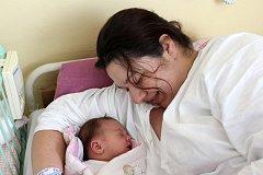 TEREZA HOUBOVÁ z Volduch si poprvé zakřičela na porodním sále rokycanské nemocnice 21. května v 18 hodin a 53 minut. Manželé Veronika a Radek věděli dopředu, že jejich první dítě bude holčička. Terezka se narodila s mírami 3750 gramů a 51 cm.