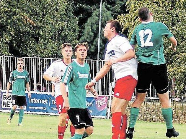 Petr Papáček (v zeleném dresu s číslem 7) se vrátil do řad prvního týmu mužů FC Rokycany.