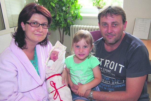 Kateřina ŠÍSTKOVÁ z Mýta si pro svůj příchod na svět vybrala datum 14. července. Narodila se hodinu a třicet devět minut po půlnoci. Manželé Štěpánka a Jiří věděli dopředu, že i jejich druhé dítě bude holčička.Kačenka vážila 2960 gramů, měřila 49 cm.