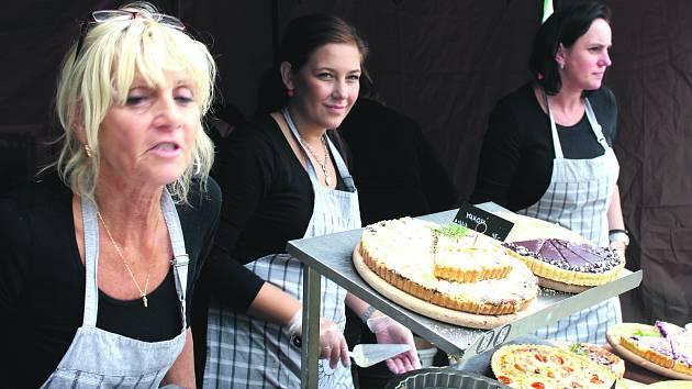 DÁMSKÉ OSAZENSTVO PapáTo café vyrazilo z rokycanské ulice Míru na nádvoří plzeňského pivovaru.