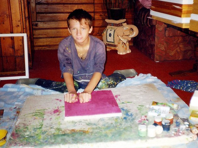 Mladý handicapovaný výtvarník Martin Schlossar.