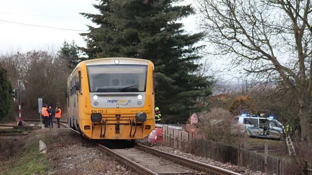 Dopravní nehoda u vlaku a osobního automobilu u Všenic.