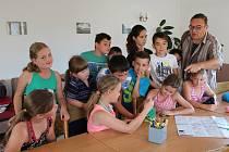 EJPOVIČTÍ pořádali poprvé obecní tábor. Čtrnácti dětí se ujal starosta Jaromír Kalčík, pomohly kolegyně z úřadu a stravování měly na povel ženy ze školní jídelny.