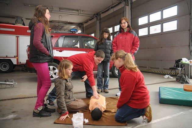 Resuscitace byla jedním ze soutěžních úkolů páteční soutěže.