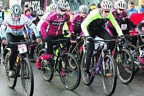 Ze sídla společnosti Eko komíny se na Nový rok ve třináct hodin vydalo přes šedesát sportovců na vrchol Žďáru. Trasu dlouhou 4400 metrů zvládl nejrychleji juniorský reprezentant František Honsa v sedle svého bicyklu.