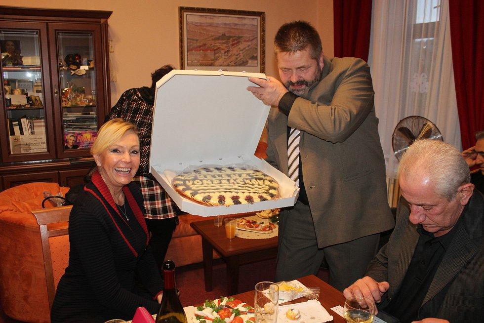 Ve středu večer navštívila klienty liblínského domova Helena Vondráčková