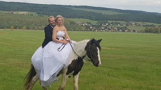 Novomanželé Bystřičtí