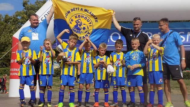 KOHOUTI 2010 si zahráli v Polsku vyzývací pohár, kde přehráli všechny tři protivníky a vezli domů pohár.