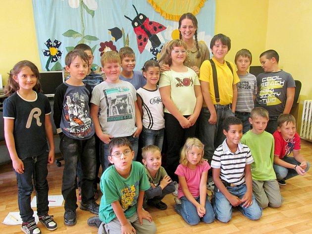 Děti ze ZŠ Jižní předměstí s herečkou Taťánou Krchovovou.