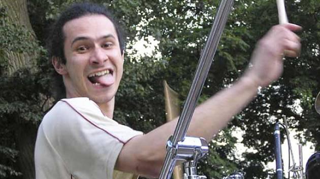 Kapela Red Hot Chili Peppers revival v čele s Michalem Pavlíčkem mladším (na snímku) zahraje v sobotu večer v Hudebním klubu Kasíno v Rokycanech.