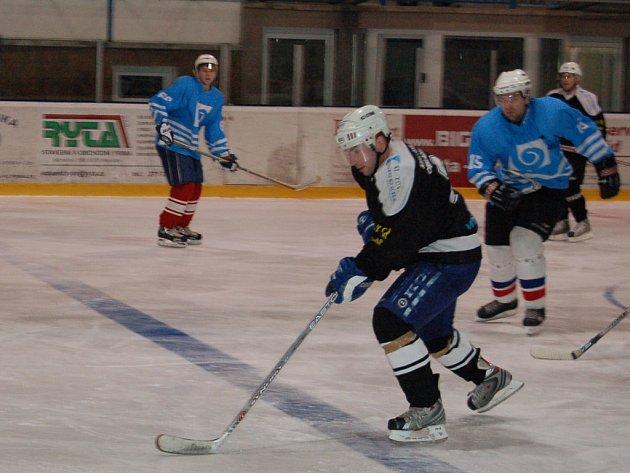 V dalším kole krajského přeboru se hokejistům Břas nedařilo. Podlehli doma SKP Klatovy 2:7.