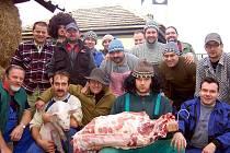 Pod zástavou z Černých baronů strávili uTrykarů v Oseku tři dny účastníci zabijačkových hodů.