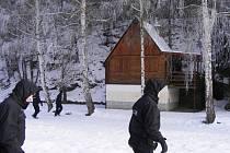 Policisté kontrolovali stovky chat na Rokycansku.