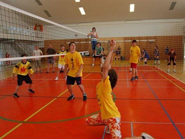 V pondělí se uskutečnilo v rokycanském gymnáziu Okresní finále ve volejbale základních škol.